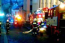 Požár bytového domu v jablonecké Kamenné ulici.