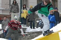 Tyto překážky na nichž proběhla show na jabloneckém náměstí se nyní přesunuly na lyžařský vlek v Nové Vsi nad Nisou.