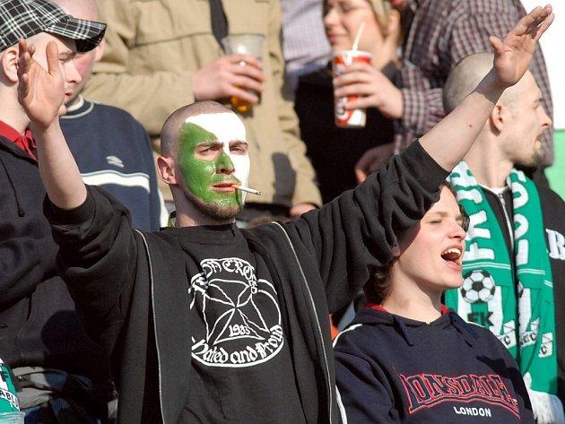 Domácí fanoušci hlasitě podporovali svůj tým.