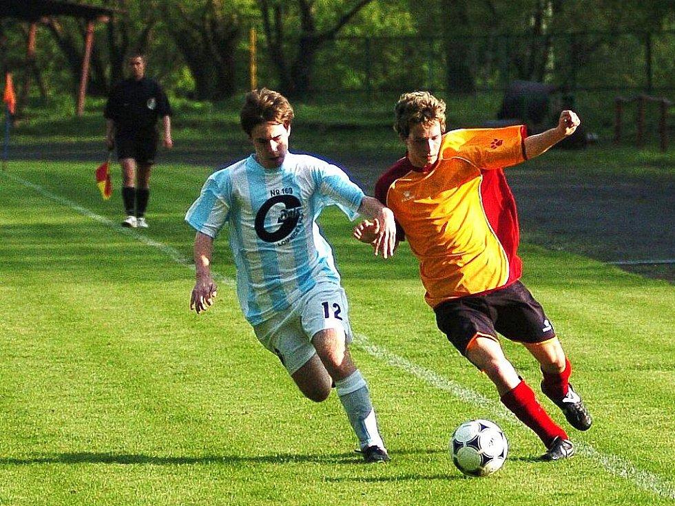 Mistrovské utkání Velkých Hamrů (oranžoví) proti Lomnici nad Popelkou. Domácí vyhráli s přehledem 5:0.