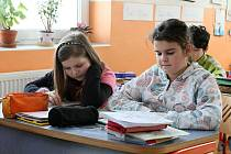 Žáci páté třídy ZŠ Janov při hodině zeměpisu.