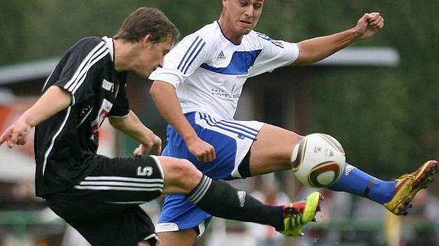 Mšeno na domácím hřišti porazilo rezervu Hradce Králové (v černém) 3:0.