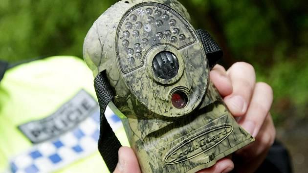 Zamaskované fotopasti využívají i strážníci v Hradci Králové na odhalení tvůrců černých skládek.