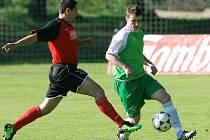 Prohra s Mimoní odstartovala nelichotivou sérii Velký Hamrů (v zeleném). Utkání skončilo 2:0 pro Mimoň