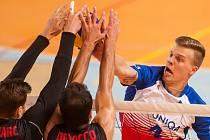 Přátelské utkání ve volejbale mezi reprezentačním výběrem České republiky a Kanady se odehrál 17. srpna v Jablonci nad Nisou. Na snímku vpravo je Donovan Džavoronok.