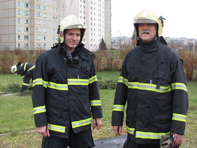 Po čtyřiceti letech služby u profesionální hasičů odchází do výsluhy Jan Kubale. V pondělní směně sloužil v Jablonci naposledy. Jeho kolegové mu připravili rozlučku.