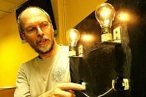 Noc muzeí proběhla také v IQ Parku v Babylonu v Liberci. V učebně předváděl Zdeněk Drozd návštevníkům pokusy a triky s elektromagnetickým polem a ve třetím patře předváděli chemici své pokusy.