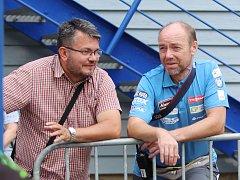 Jan Matouš (vpravo), ředitel Mistrovství republiky v biatlonu na kolech, má na starosti dění v SKP Kornspitz Jablonec.