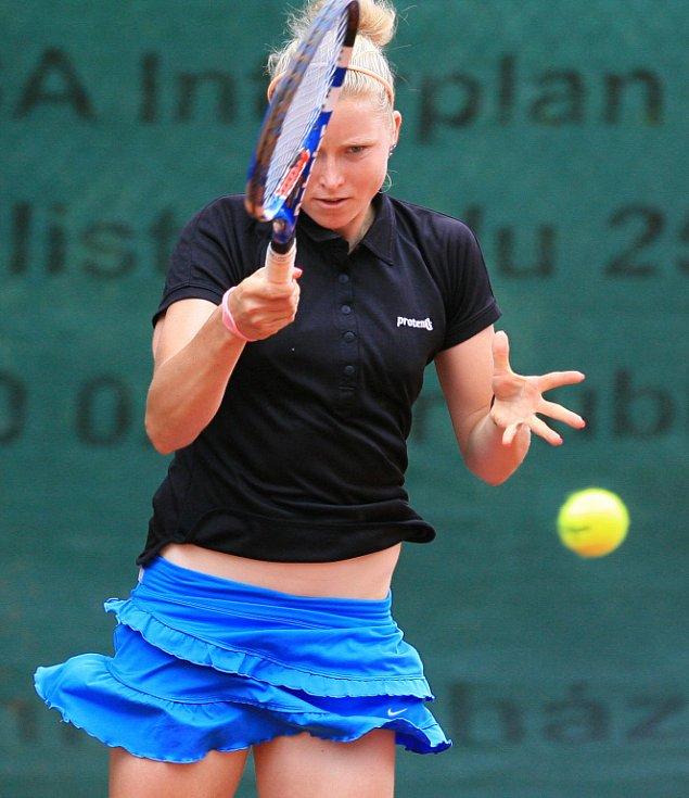 Mezinárodní tenisový turnaj žen Jablonec Cup 2012 vstoupil do hlavní soutěže. Na snímku Martina Borecká z České republiky.
