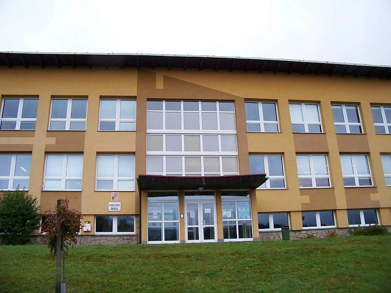 Jednou z budov, která není již dva dny vytápěna je i Základní škola Velké Hamry.