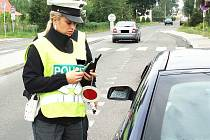 V pátek v době od osmi do čtrnácti hodin zkontrolovali policisté na silnici I/10 mezi Malou Skálou a Kořenovem celkem sto pět vozidel.
