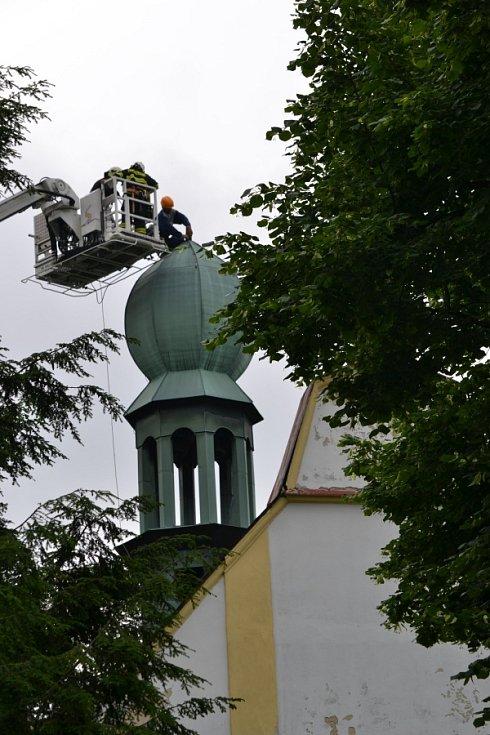 Návrat kříže na kapli sv. Prokopa v Zásadě