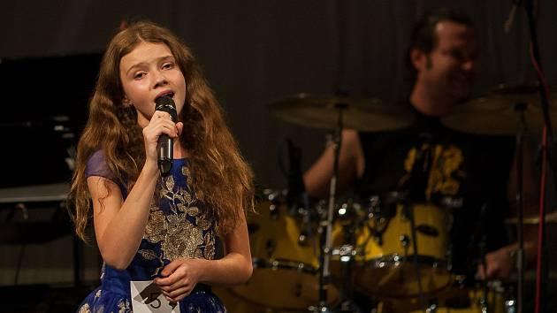 Finálový večer pěvecké soutěže Hvězdy nad Ještědem 2018 proběhl 20. října v Městském divadle v Jablonci nad Nisou.