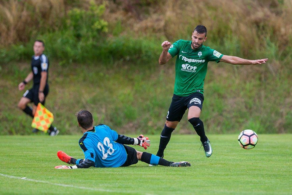 Přátelské fotbalové utkání mezi týmy FK Jablonec a FK Jiskra Mšeno se odehrálo 12. července v Rychnově u Jablonce nad Nisou. Na snímku vpravo Nikola Janković.
