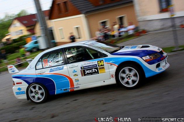 Jablonecká posádka Deneš - Pfajfr na trati Rallye Český Krumlov.