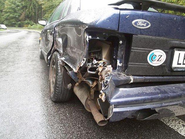 Naražený bok Fordu Scorpio.