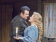Dívka ze zlatého západu. Marcello Giordani jako Dick Johnson a Deborah Voigt jako Minnie v Pucciniho  opeře La Fanciulla del West.