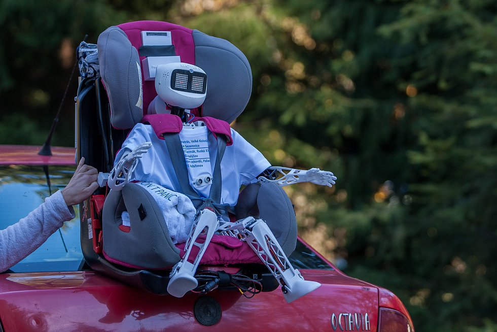 Matylda, humanoidní open source robot z dílny OpenTechLab Jablonec nad Nisou, se 31. října vydal stopem do Muzea rekordů a kuriozit v Pelhřimově. Matyldu je možné na její cestě sledovat online na facebooku nebo v mobilní aplikaci.