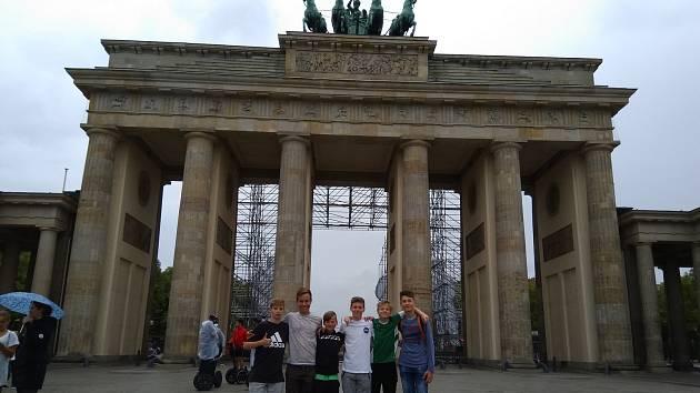 Vyhráli soutěž 1:0 pro němčinu a za odměnu strávili mladí fotbalisté FK Jablonec, žáci ZŠ Mozartova, příjemný víkend v Berlíně.