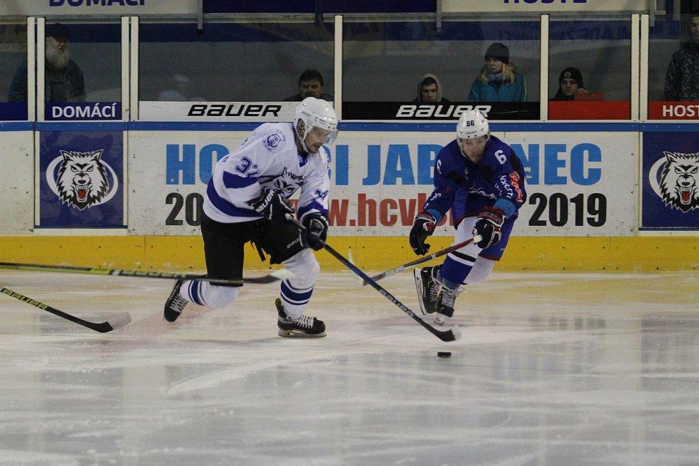V posledním utkání v Bílině vyhráli Vlci 10:0, neúspěch před domácími fanoušky je proto mrzel. S Kolínem prohráli 4:6.