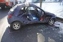 Ford Ka (na snímku) při nehodě narazil do Renaultu Trafic.