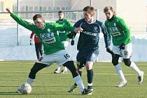 Přípravné utkání mezi Baumitem Jablonec B a Arsenalem Česká Lípa (v modrém) skončilo výhrou hostů 1:3.