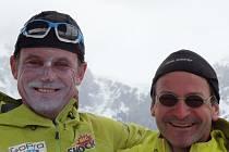 Vladimír Nosek s jedním z kamarádů horolezců Markem Holečkem neztráceli úsměv na tváři