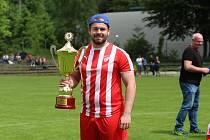 Adam Pelta je manažerem jablonecké rezervy FK Jablonec B a také Jiskry Mšeno A. A za mšenský tým také hraje  Role manažera mu sedí. Ale být tak dobrý jako táta? Tak toho nikdy nemůže prý dosáhnout.