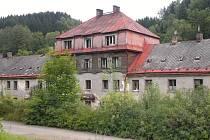 Dům u fabriky v Plavech