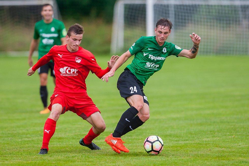 Přátelské fotbalové utkání mezi týmy FK Jablonec a FK Jiskra Mšeno se odehrálo 12. července v Rychnově u Jablonce nad Nisou. Na snímku vpravo Jakub Janetzký.