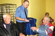 Strážníci MP Jablonec pomáhají i seniorům v rámci programů prevence.