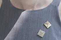 šperk: Zdeněk Lhotský, modelka: Petra Müllerová, Šaty: Leeda, Place: DOX by Qubus