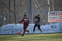 V přípravném zápase áčka Jiskry Mšeno proti Brandýsu neměl trenér Procházka k dispozici dostatek hráčů.