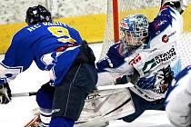 ZÁZRAK V PODOBĚ VÍTĚZSTVÍ jabloneckých hokejistů HC Vlci ve čtvrtém zápase úvodního kola play off se nekonal. Vlci na domácím ledě podlehli Řisutům 2:6, i přesto, že domácí gólman Blažečka pochytal v brance řadu střel.