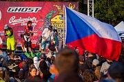 Finále závodu světové série horských kol ve fourcrossu, JBC 4X Revelations, proběhlo 15. července v bikeparku v Jablonci nad Nisou. Na snímku druhá zleva je Romana Labounková .