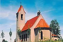FOTO č. 1 Kostel s červenou střechou zasvěcený Panně Marii. V které obci se nachází?