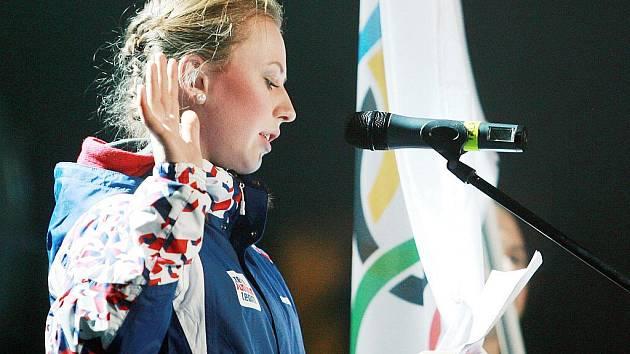 Slavnostní zahájení EYOWF 2011 v Tipsport areně v Liberci. Jablonecká biatlonistka Jessica Jislová složila slib sportovců.