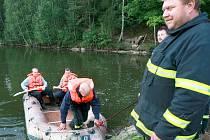 Zprávu o utopenci v pivovarském rybníku za pivovarem Konrad, přijali vratislavičtí hasiči v úterý večer. Na rybník spustili člun a dno rybníka prohledali. Naštěstí se zpráva nepotvrdila. Bubliny způsobilo přečerpávání.