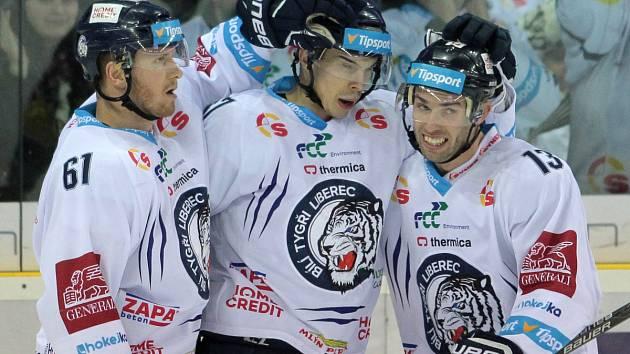 Radost hokejistů Liberce po vstřelené brance