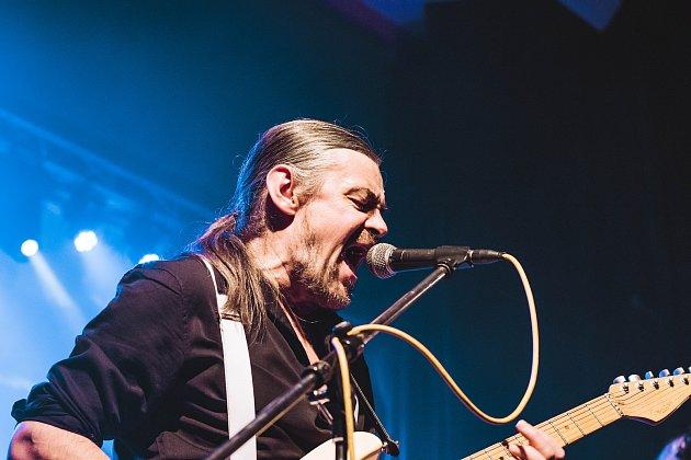 Mandragora, hudební skupina zJablonce nad Nisou hrající směs Rock and Rollu, Hard Rocku, Reggae a Funky, oslavila  11.listopadu 25let koncertem vklubu Woko. Na snímku je Jan Krajník.