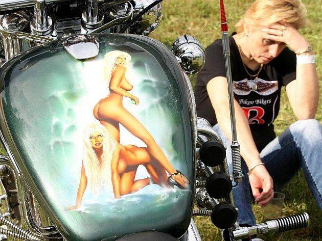Motomanie 2008. Mezi Jabloncem a Libercem projela o víkendu kolona třinácti stovek motorkářů. Měli sraz a program v Krásné Studánce.