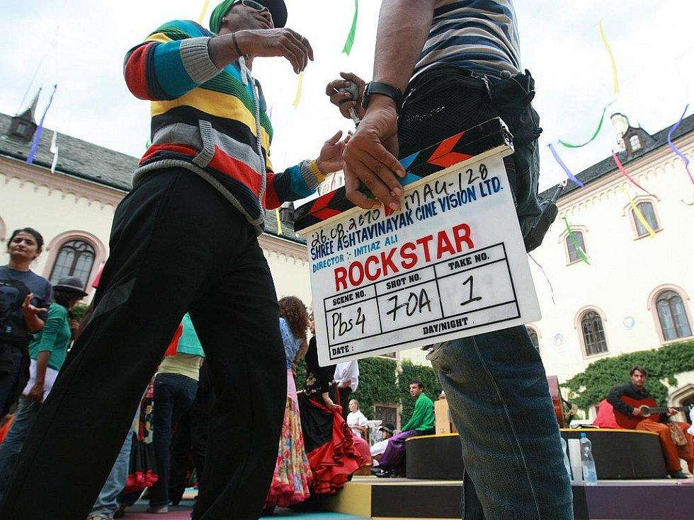 Bollywood dorazil na Sychrov. Natáčí tu indický film Rockstar.