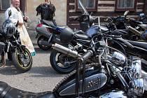 Motorkáři na Malém náměstí v Železném Brodě