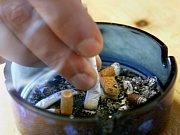 Začátek platnosti zákazu kouření v přímém přenosu.