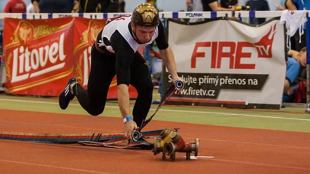 Jablonecká hala, soutěž požárního sportu v běhu na 100 metrů s překážkami, proběhla 7. dubna v Jablonci nad Nisou.
