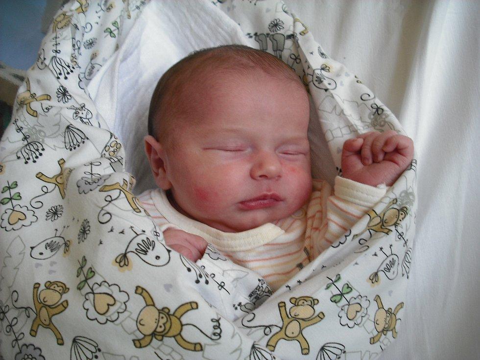 Ema Brožová. Narodila se 21.února v jablonecké porodnici mamince Sabině Brožové z Jablonce nad Nisou.Vážila 3,62 kg a měřila 48 cm.