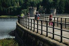 Pro závodníky Jizerské 50 RUN mají letos pořadatelé dobrou zprávu. Po loňské odmlce si opět užijí oblíbený úsek s vyhlídkou na přehradu.