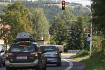 Na chytrém semaforu svítí červená. Zelená se sepne jen tehdy, když blížící se vozidlo jede předepsanou rychlostí.