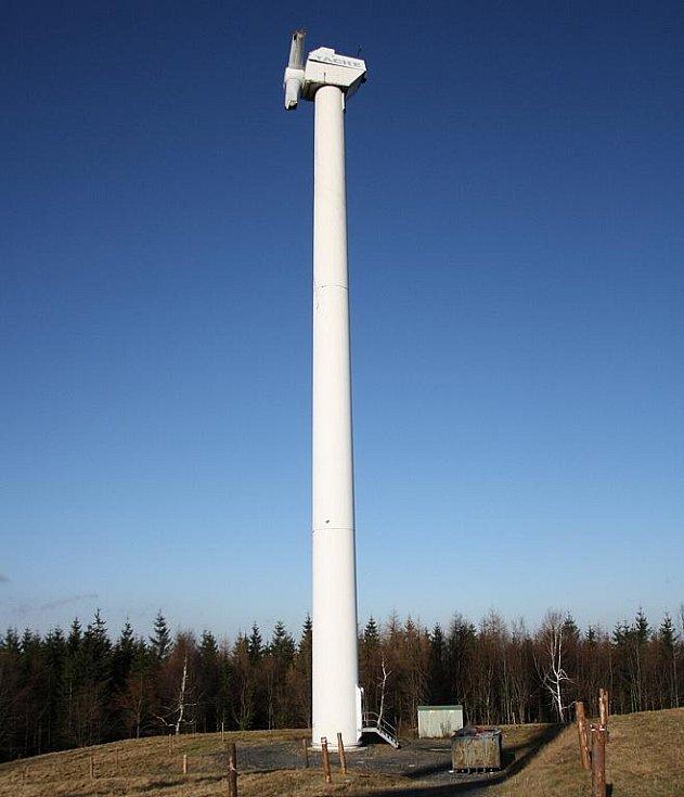 NEHODA. Jedna z šesti věží už elektřinu nevyrábí.