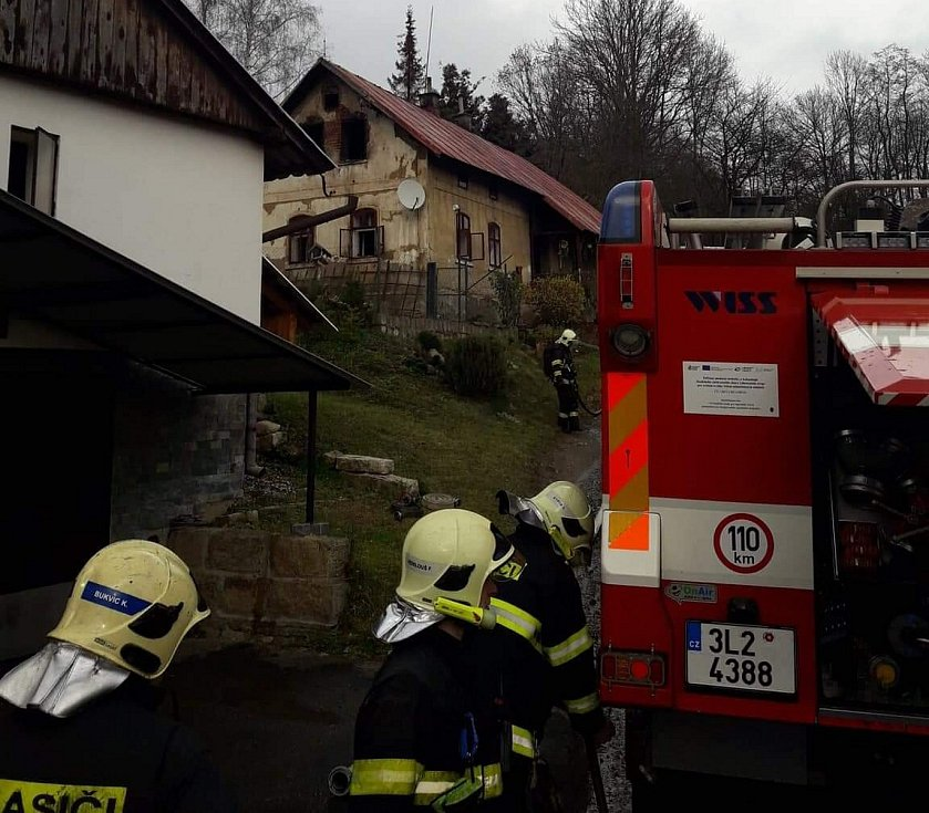 V Držkově hořel ve středu dopoledne rodinný dům.